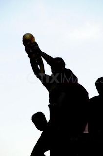 world cup - south africa - world cup 2010 - spain - cup - winning team - footballer holding cup - silhouette